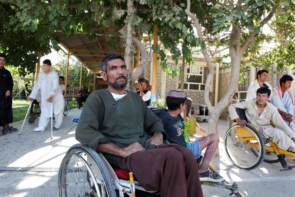 På tross av sine femti år er Abdul Salam den sprekeste rullestolbrukeren i Maimana.